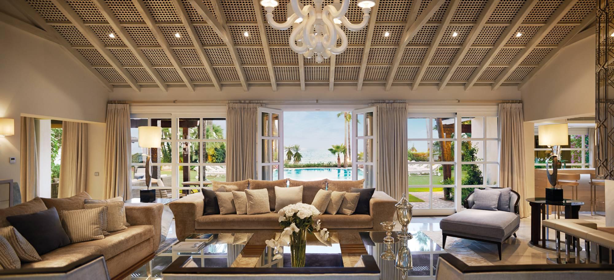 Marbella Club Villa del Mar - Central Livingroom Pool Views
